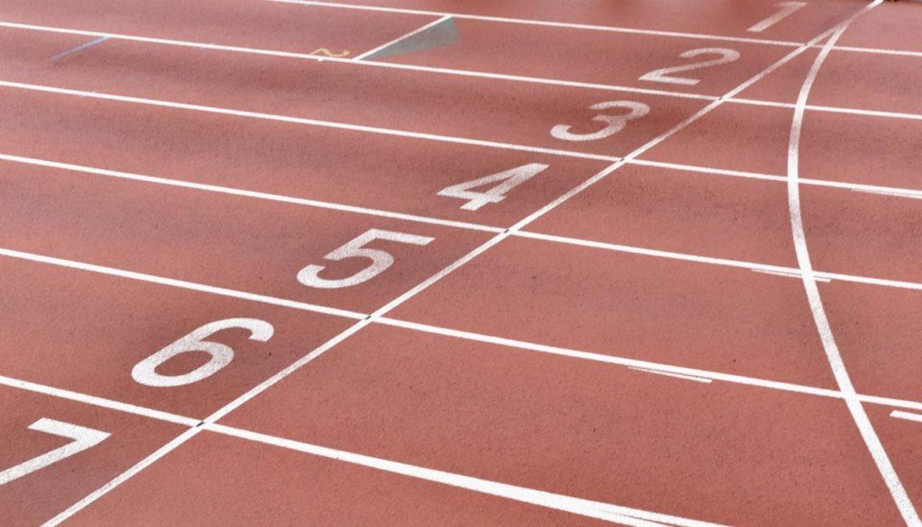track-5190101_1920