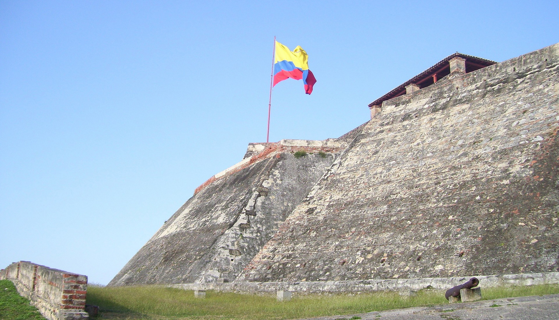 COLOMBIA DEMANDA UN CAMBIO URGENTE EN POLÍTICA